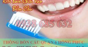 Bàn chải đánh răng rơi vào bồn cầu có nguyên nhân từ?